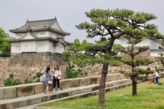 На един от входовете на замъка Осака