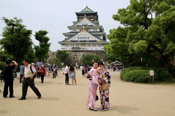 Селфи пред замъка Осака
