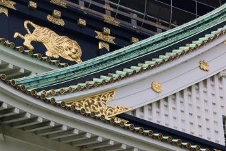 Детайл от покрива на за замъка Осака