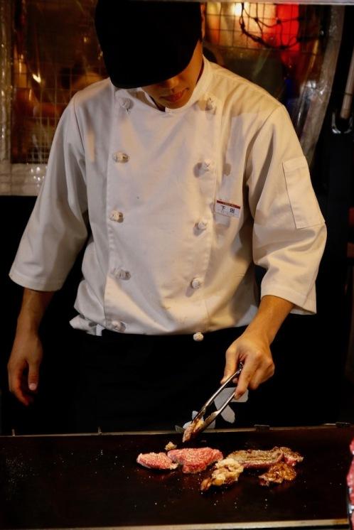 Уличен готвач в Осака