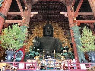В храма Тодай-джи е най-голямата статуя на Буда. Статуята е с височина 15 метра и е изработена от бронз, а теглото й е 380 тона.