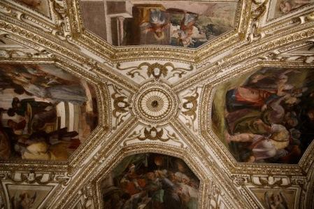 Фреските в криптата на катедралата Св.Андрей
