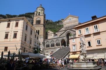 Площад Дуомо и катедралата Св.Андрей