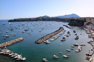 Малкото пристанище Коричела