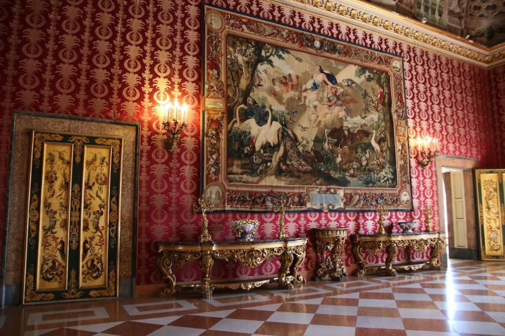 В кралския дворец в Неапол.
