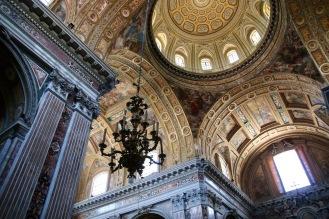 Интериора на църквата Новия Христос.
