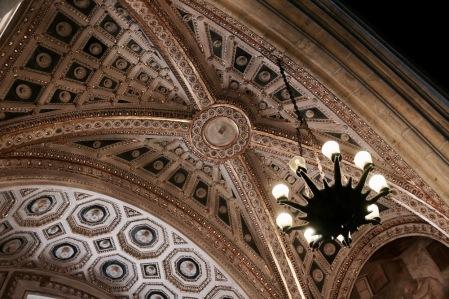 Детайли от църквата Санта Киара.