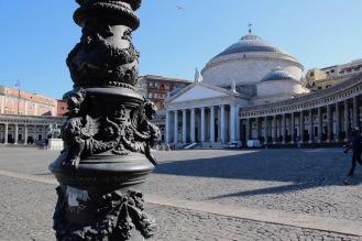 Площад Плебишито и базиликата Сан Франческо ди Паола
