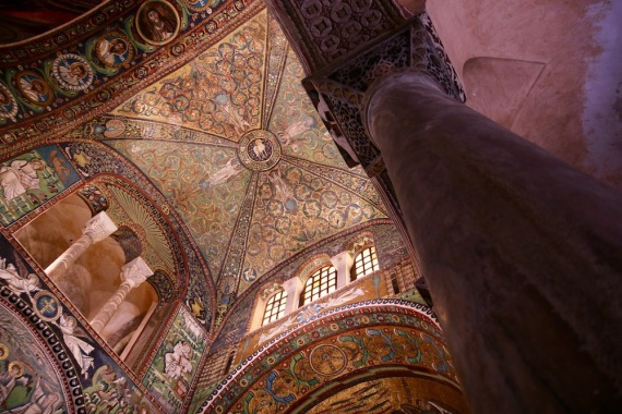 Базиликата Сан Витале