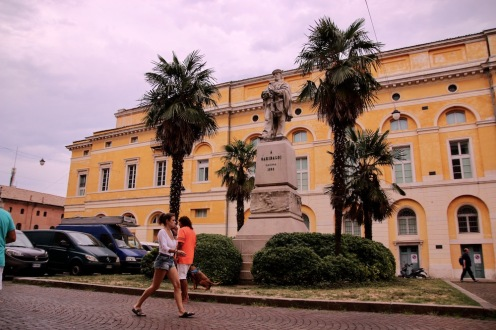 Площад Джузепе Гарибалди