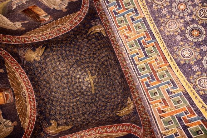 Мозайките в мавзолея на Гала Плачидия са впечатлявали милиони посетители през вековете.