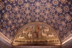 Мозайка на Добрия пастир и стадото му в мавзолея на Гала Плачидия.