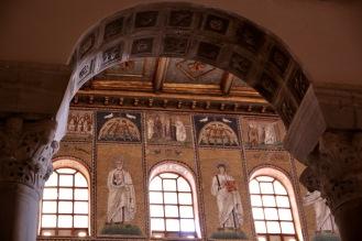 Мозайките в базилика Сант Аполинаре Нуово