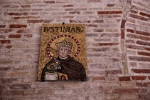 В базилика Сант Аполинаре Нуово