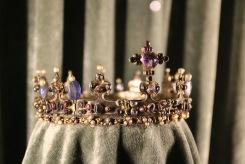 Корона изложена в съкровищницата на Мюнхенската резиденция.