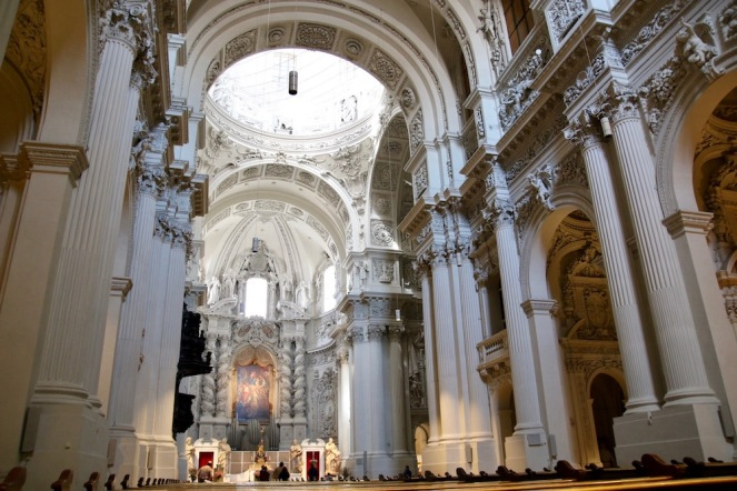 Театинската църква е дворцовата католическа църква Св. Кайетан в Мюнхен.