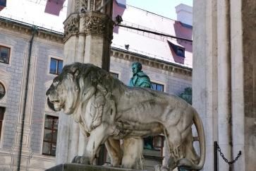 Един от лъвовете на Фелдхернхале.