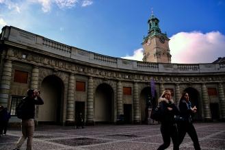 Пред кралския дворец.