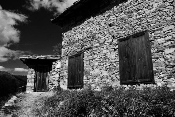 Родопското слънце огрява каменните къщи
