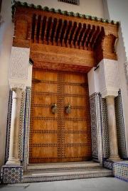 Обновена порта в медината.