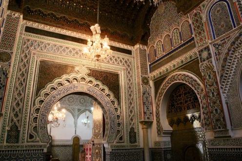 Част от интериора на мавзолеят на Мулай Идрис II във Фес.