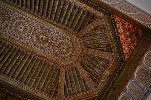 Таванът в една от залите на двореца Бахия.