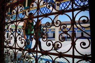 Туристи разглеждат двореца Бахия.