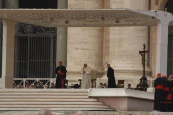 Папа Франциск на обща аудиенция на площад Свети Петър.