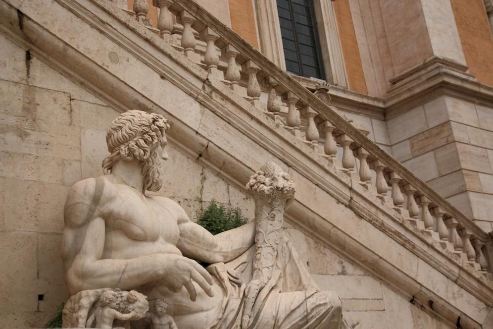 На фасадата на един от Капитолийските музеи.