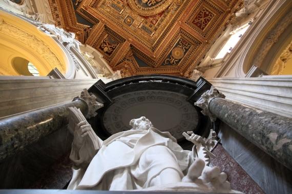 Един от 12-те апостоли в Сан Джовани ин Латерано.