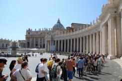 Опашката за базиликата Свети Петър.