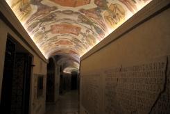 Към гробницата на папите.