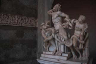 Лаокоон и синовете му е монументално мраморно произведение, което изобразява смъртта на Лаокоон. Статуята се намира в двора на музея Пио Клементино във Ватикана. Висока е 242 см.