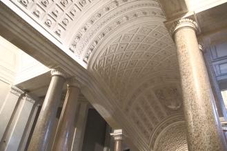 По коридорите на Ватиканските музеи.