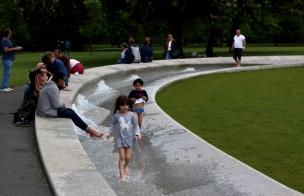 Мемориалът на Лейди Даяна в Хайд парк.