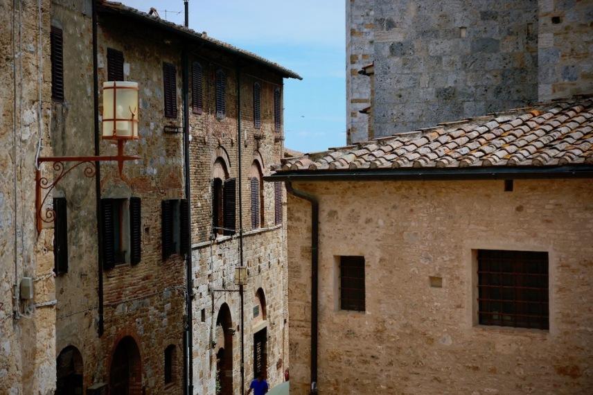 Средновековните, каменни сгради.