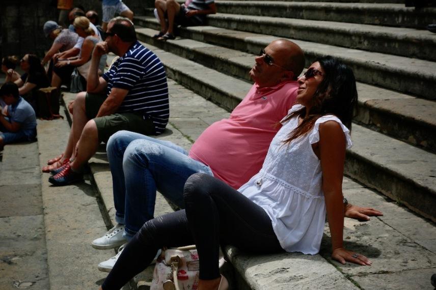Туристи наслаждаващи се на Сан Джиминяно.