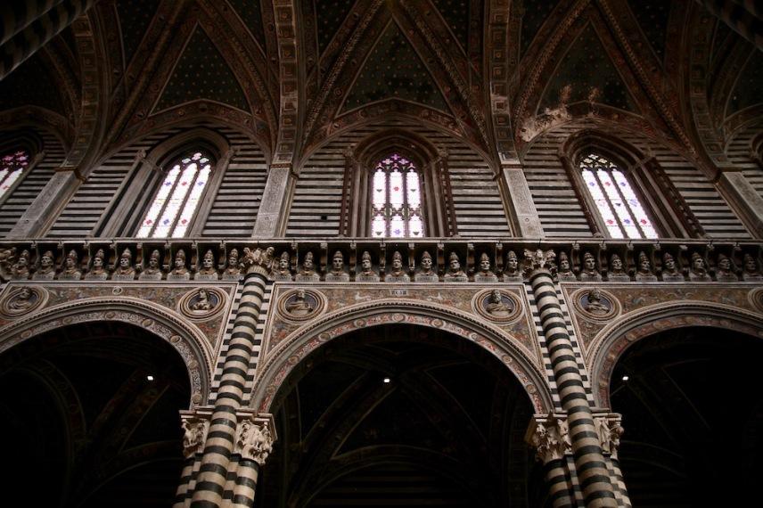 Катедралата, отвътре.