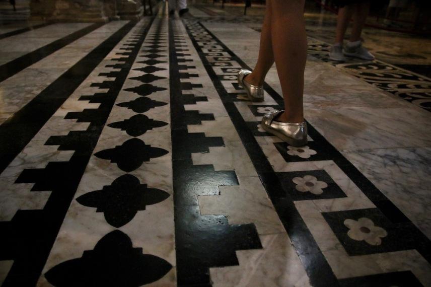 Детайли от пода в катедралата.