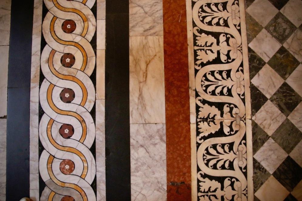 Детайли от пода в Баптистерий.