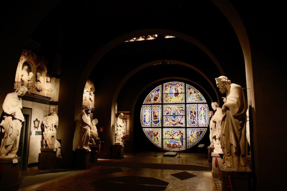 В музея Дел'Опера. Розетката-шедьовър на Дучо ди Буонинсеня.