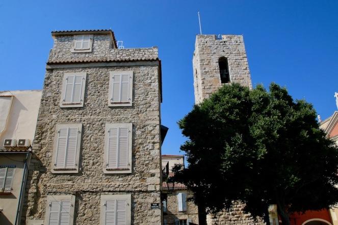 Старите каменни сгради в стария град.