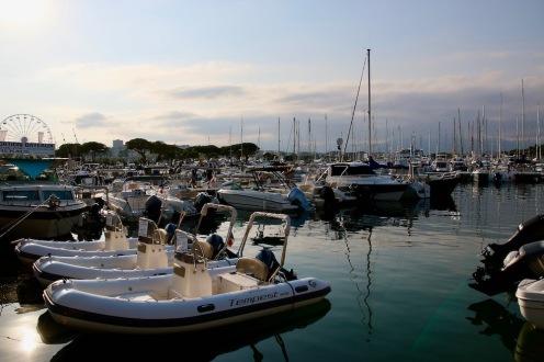 От малки лодки до големи супер луксозни яхти.