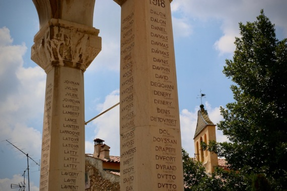 Монумента на загиналите.