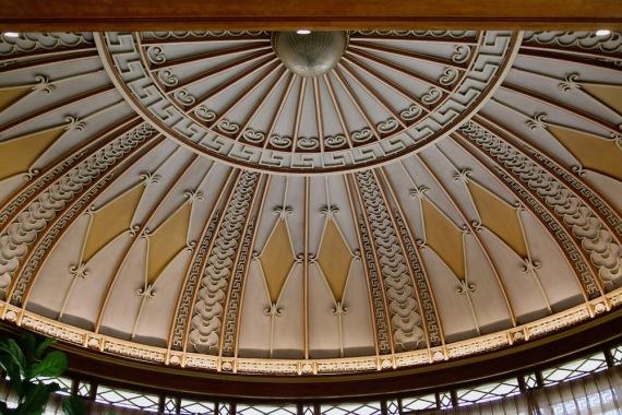 Част от декорацията на тавана на първи етаж в музея Масена.
