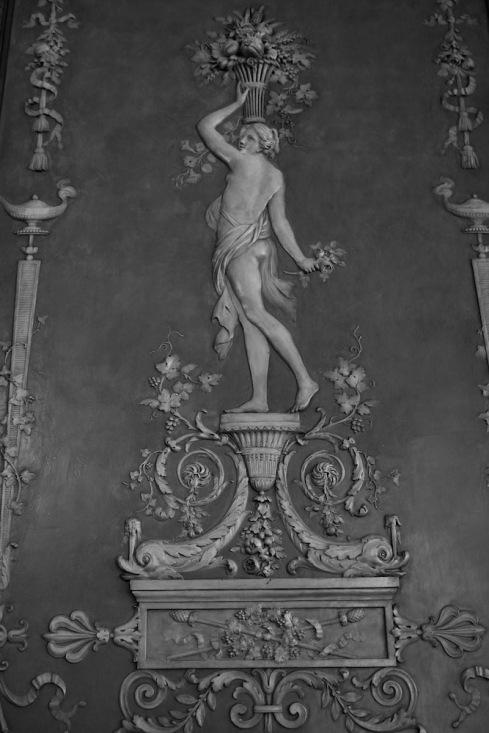 Детайл от декорацията по стените на първи етаж в музея Масена.