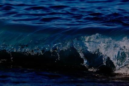 Вълните на Средиземно море.