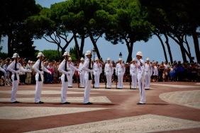 Смяната на караула пред двореца на принца на Монако.