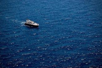 Яхта в териториалните води на Монако.