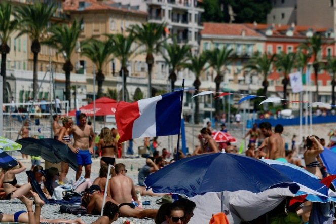Така французите празнуват 14 Юли.